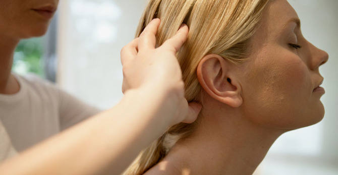 """""""Efsane mi Gerçek mi?""""de bugün: Saç derisi masajı saç büyüme hızını artırır mı?"""